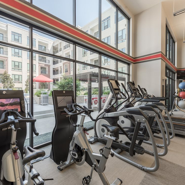 Fitness center at Ascent at City Centre Apartments in Houston